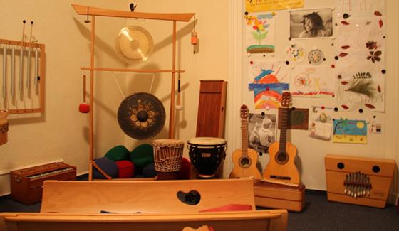 Zimmer mit Musikinstrumenten