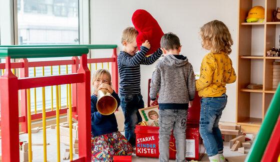 Kinder mit der STARKEN KINDER KISTE