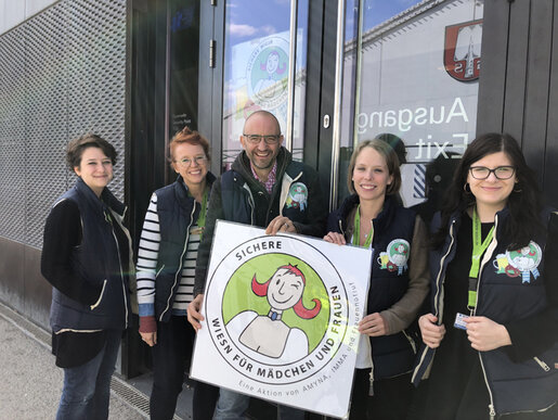 Gruppenbild mit Helferinnen